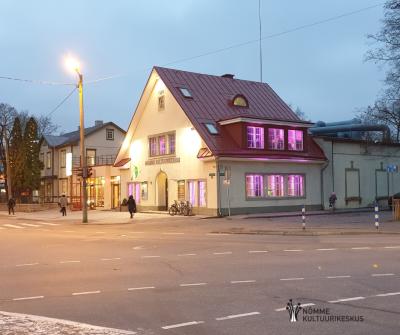 Nõmme Kultuurikeskus avaldas sirelililla valgustusega toetust enneaegsetele lastele